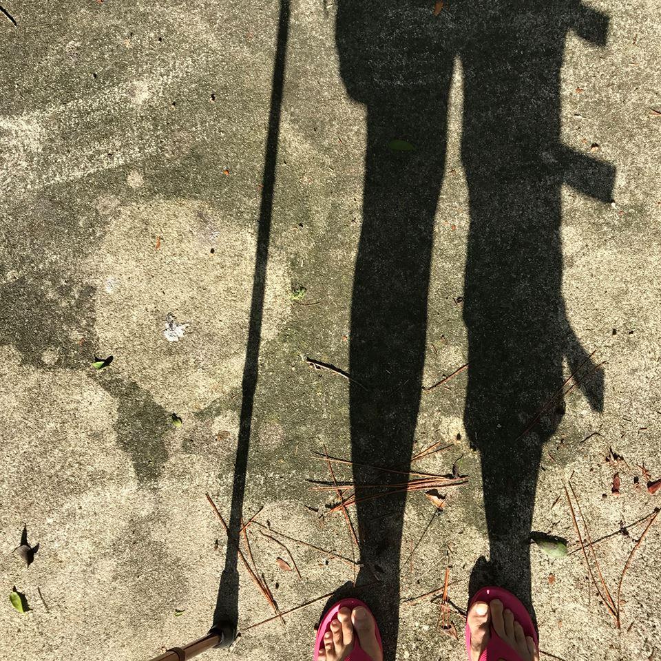 Reinvent ME knee brace shadow